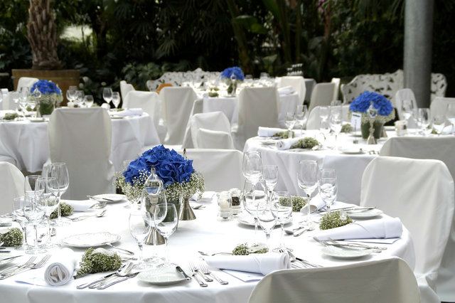 rsz_wedding-outdoortables.jpg